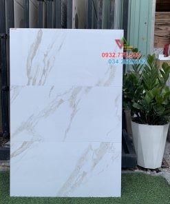 Gạch 30×60 màu trắng ốp tường phòng khách sáng bóng