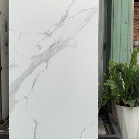 Gạch 60x120 màu trắng sọc ốp nhà villa sang trọng
